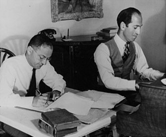 <p>Ira and George Gershwin, Beverly Hills, 1937. Courtesy of the Ira and Leonore Gershwin Trusts.</p>