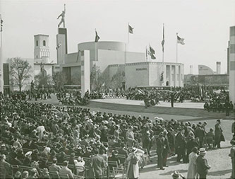 <p>Romania Day at the New York World's Fair, 1939-1940. Photographer unknown.</p>