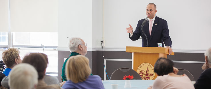 1<p>Congressman Hakeem Jeffries speaking at the End-of-Semester Brown Bag Lunch on December 4, 2017.</p>