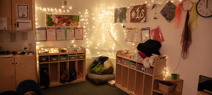 The Ones Room is decorated in light, illuminating spaces and places for rest, relaxation, reading, wonderment and play.