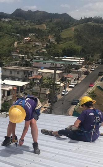 <p>Eliana Green and another CUNY Service Corps member repairing a homeowner's roof in Puerto Rico.</p>