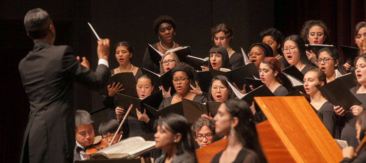 1<p>The Symphonic Choir and Conservatory Singers presented Antonio Vivaldi's <em>Gloria</em> with chamber orchestra.</p>
