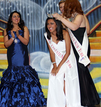 <p>Senior Shelley Jain winning the 2016 Miss Upstate New York crown. </p>