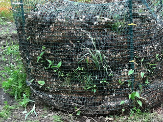 <p>Wire bins for cold composting.</p>